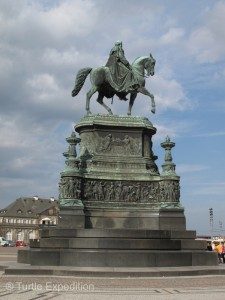 The King Johann statue on the Theaterplatz was created by Johannes Schilling.