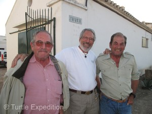 António Miura Martínez (R) and his brother Eduardo (L) were happy to talk about their famous fighting bulls with Gary, (wannabe matador, Center).
