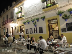 After a wonderful relaxing soak, steam bath and massage at the Baños Árabes de Códoba, there was nothing else to do by find a cute café and enjoy a couple of tapas and some good Spanish wine. Monika's birthday celebrations finally came to an end!