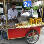 The sweet smell of fresh roasting corn and plump chestnuts in the air was hard to resists for an afternoon snack.