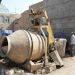 An interesting cement mixer, practical in these narrow alleys where a big truck could never get in.