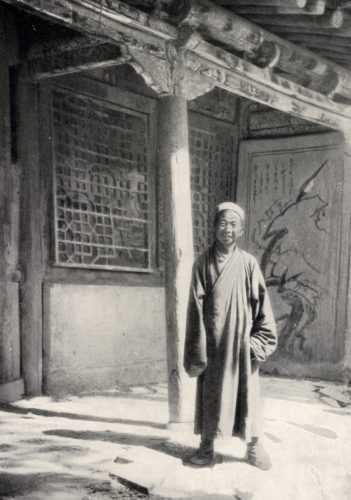 Taoist Abbot Wang Yuanlu discovered the Library Cave at the Mogao Caves Buddhist Center. Photo 1900 (open source)