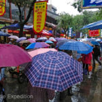 Rain did not stop the throngs of shoppers at the Nanshaomen Night Market.