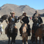 The final lineup of the two day competitions was an impressive display of horses, men and their Golden Eagles.