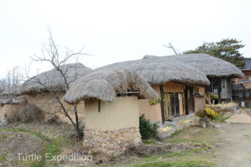 Many of the houses in Hahoe had rice straw thatched roofs.